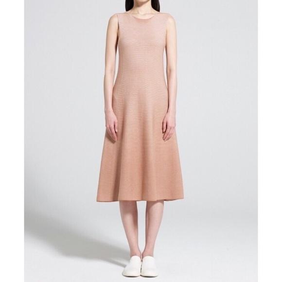 ee18ea2102 Uniqlo U Cotton Flare Sleeveless Dress. M_5ab6bd453316274d328aad78